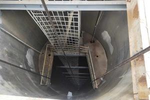 玻璃钢梯子间与钢梯子间的比较优点有哪些?